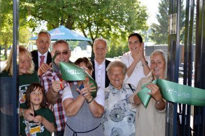 Die Eröffnungsfeier des Stadtbad Nauen zog zahlreiche Gäste an.