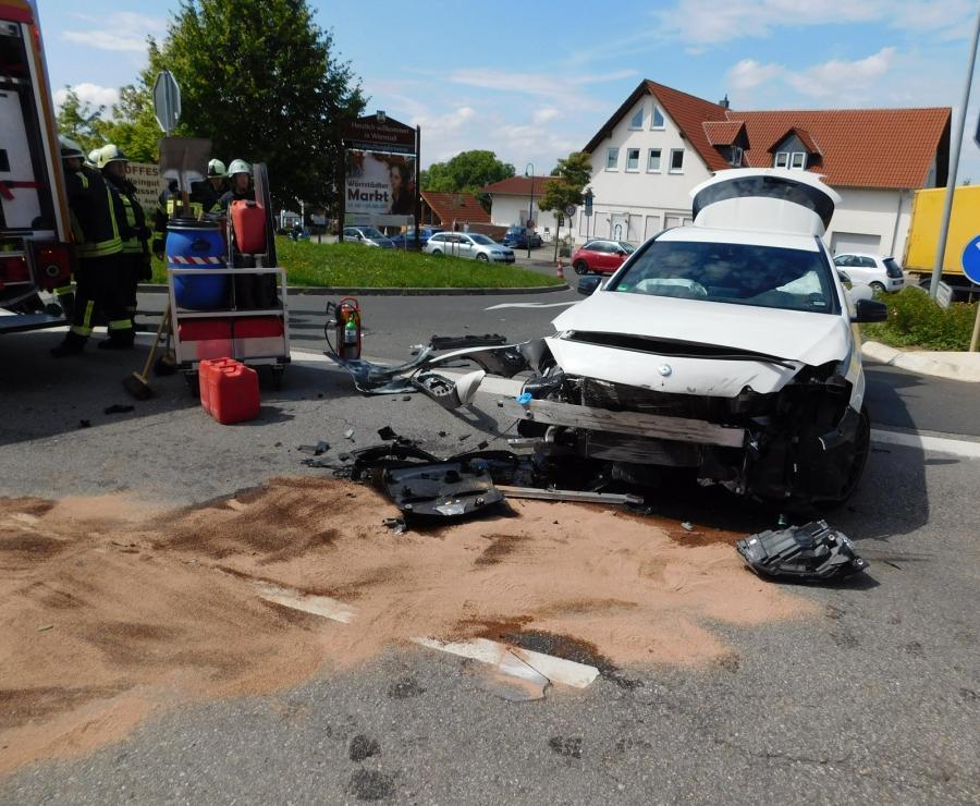 Feuerwehr Wörrstadt - +++Verkehrsunfall B 420+++