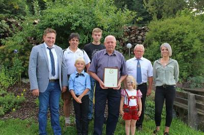 Foto zu Meldung: Zum 80. Geburtstag von Heinz Denninger – Bürgermeister und 2 Vereine gratulierten