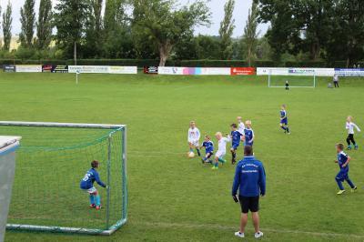 Foto zur Meldung: F-Junioren im Autohaus-Barbarossa Pokal eine Runde weiter