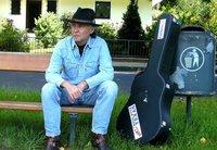 Rainer Weisbecker: Mundartdichter, Liedermacher und Bluesmusiker