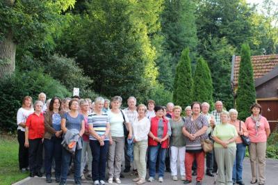 Foto zur Meldung: Der Frauenbund fuhr in die Hallertau und in die Bier- und Kunstwelt nach Abensberg