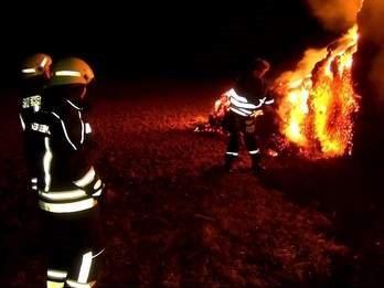 Vorschaubild zur Meldung: Strohballen in Flammen