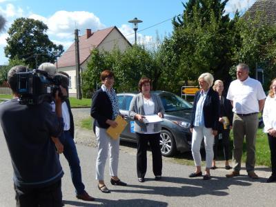 Vorschaubild zur Meldung: Ministerin für Infrastruktur und Landesplanung zu Gast in Groß Gottschow
