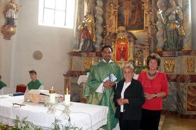 Foto zur Meldung: Verabschiedung von der Urlaubsvertretung Pater Bettoy Joy Kalathinal