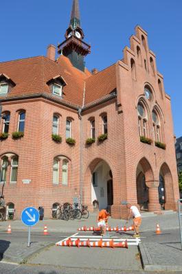 Vorschaubild zur Meldung: Neuer Fußgängerüberweg am Nauener Rathaus