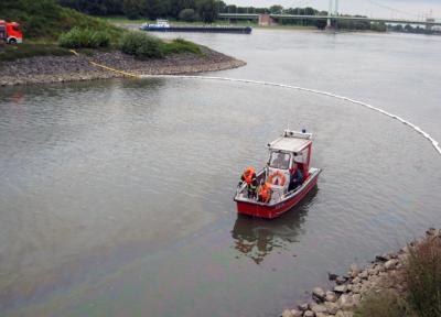 Foto zu Meldung: Öleinsatz im Mülheimer Hafen