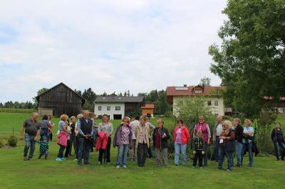 Foto zur Meldung: Interne Gartenbesichtigung bei Ingrid Hackl