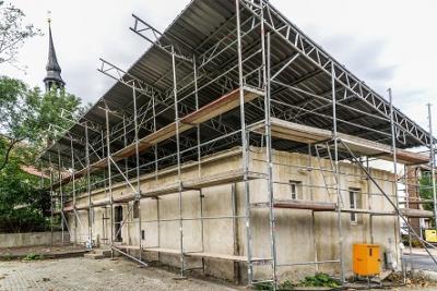 Am entkernten und notdürftig vor eindringendem Wasser geschützten Gebäude wird Ende September dieses Jahres mit dem Wiederaufbau begonnen werden.
