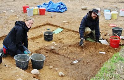 Foto zu Meldung: Auf den Spuren der Bronzezeit – Ausgrabung auf dem Flurstück Mang de Bargen