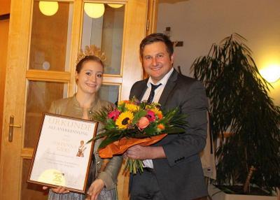 Foto zu Meldung: Bürgermeister und Gemeinderat ehrten die neue Waldkönigin