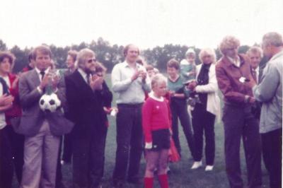 Foto zur Meldung: Vor 35 Jahren: Endlich rollt der Ball – Sportplatzeinweihung 1982