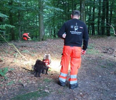 Foto zu Meldung: Übung mit der Hundestaffel