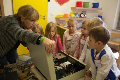 Foto zur Meldung: Computer und Vorschulkinder
