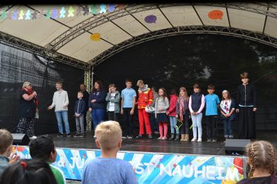 Auf der Bühne des Kinder- und Jugendfestes