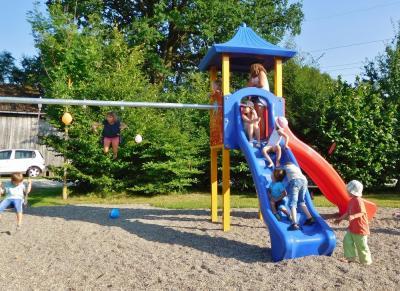 Neuer Spielplatz in Mainklein eingeweiht