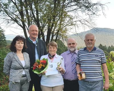v.r. vorn: Wolfgang und Karin Scheuermann, dahinter Gerhard Kirsch, Bürgermeister Manfred Helfrich und Inge Kirsch