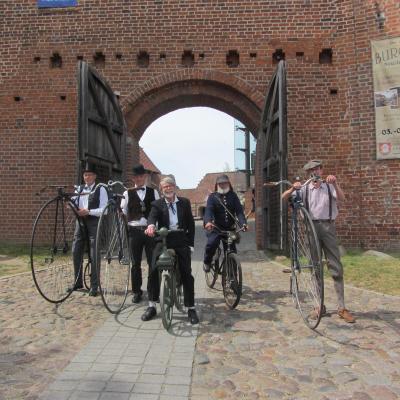 Treffen alter Fahrräder 2016 in der Burg Neustadt-Glewe (Foto: Britta Kley)