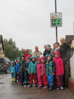 Foto zu Meldung: Einweihung der Geschwindigkeitsanzeigetafeln im Amt Brück - Großer Dank an die Rettungsstiftung  Jürgen Pegler e.V.