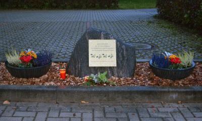Foto zu Meldung: Feuerwehr Neupetershain ehrt die Verstorbenen