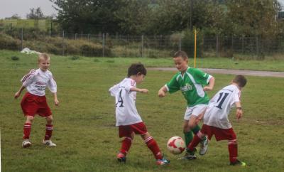 Philipp Töpsch  ( grünes Trikot ) war in den letzten  Spielen der Demminer F-Jugend mit starken Leistungen einer der  Erfolgsgaranten
