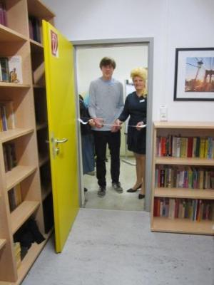 Foto zu Meldung: Eröffnung neue Schülerbibliothek