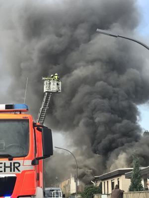 Foto zu Meldung: Einsatzreiche Mittagsstunden für die Feuerwehr Köln