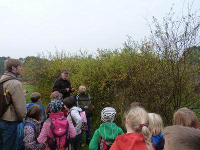 Foto zur Meldung: Wanderung mit Hr. Heine in das Arboretum