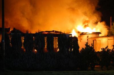 Vorschaubild zur Meldung: Wohnmobilheim brennt auf Campingplatz