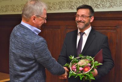 Glückwünsche vom Amtsdirektor Frank Pätzig an Herrn David Kaluza, Übergabe Ernennungsurkunde zum Amtsdirektor mit Wirkung zum 01.01.2018