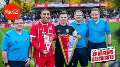 Foto zur Meldung: Linienrichter beim Spiel TSV Hespe gegen Bayern Legends