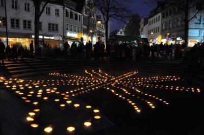 """Die Aktion """"Eine Million Sterne"""" findet am Samstag vielerorts statt, auch wieder am Marienplatz in Paderborn."""