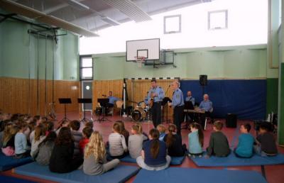 Vorschaubild zur Meldung: Die Combo des Polizeiorchesters Brandenburg spielte für uns