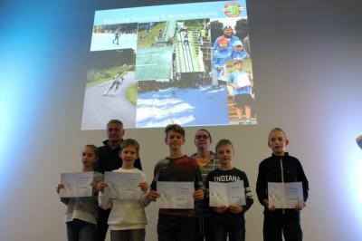 Die 5 Ruhlaer Sportler mit Trainer Klaus Baacke und Langlauf-Übungsleiterin Andrea Hunstock