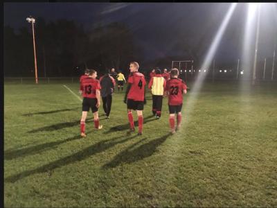 Foto zur Meldung: Fußball: I. Männer gewinnen Flutlichtspiel in Gröditsch