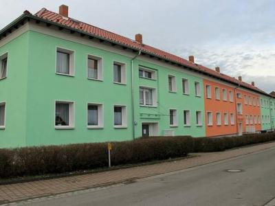 Wohnblock in Harbke als neuer Farbtupfer