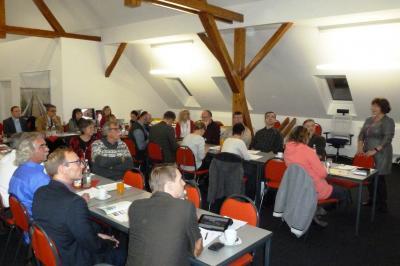 Frau Lenz berichtet von ihren Erfahrungen mit der LEADER-Förderung © LAG Storchenland Prignitz
