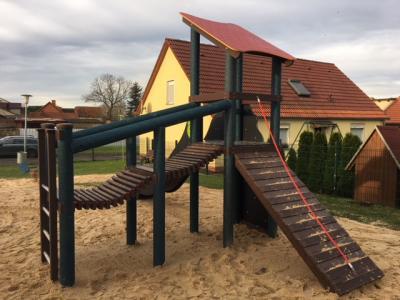 Vorschaubild zur Meldung: Neues Spielgerät auf dem öffentlichen Spielplatz in Retzow