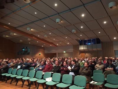 Konzentriert hörten die Ratsmitglieder bei der Infoveranstaltung zur geplanten Fusion in der Stadthalle Saarburg zu. Foto: Pressestelle Verbandsgemeindeverwaltung Saarburg
