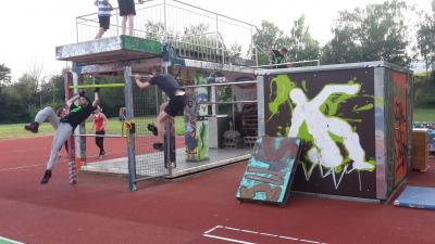 Parkourgruppe in Aktion