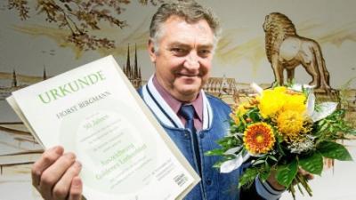 Horst Bergmann erhielt eine Auszeichnung von der Mühlhäuser Verkehrswacht als bewährter Kraftfahrer. Foto: Alexander Volkmann/ TA