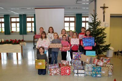 Foto zur Meldung: Geschenke mit Herz bei der Grundschule