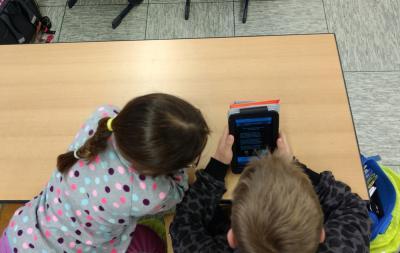 Foto zu Meldung: Projekt: Für einen Monat Tablets in der Grundschule Tangstedt
