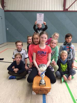Foto zu Meldung: Grundschüler gewinnen Hallensportfest in Niepars!
