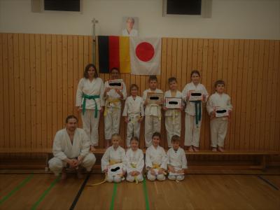 Foto zu Meldung: 3. erfolgreiche Prüfung unser Abteilung Karate