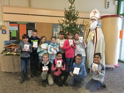 Vorschaubild zur Meldung: Nikolausbesuch in der Grundschule Sennfeld