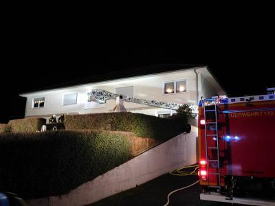 Vorschaubild zur Meldung: +++Kellerbrand in Mehrfamilienhaus und Verkehrsunfall+++