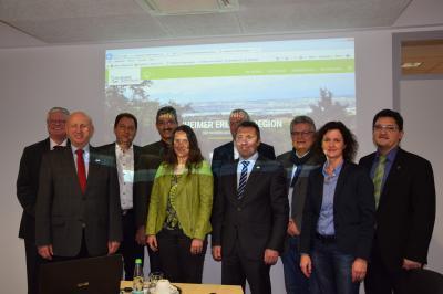 Oberbürgermeister Jörg Albrecht und die Bürgermeisterin und Bürgermeister der Kooperationskommunen präsentieren sich touristisch zukünftig mit einem gemeinsamen Internetauftritt