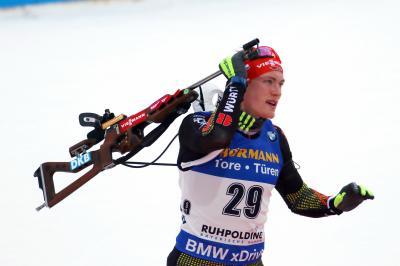 Schnell muss es gehen beim Schießen und beim Laufen: Sprint-Weltmeister Benedikt Doll startet auf Schalke - Foto: Joachim Hahne