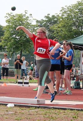 Vorschaubild zur Meldung: Julia Ruß stößt Bestleistung in Troisdorf